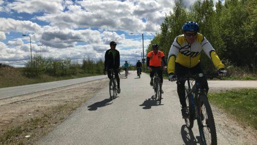 Fastikset pyöräimässä